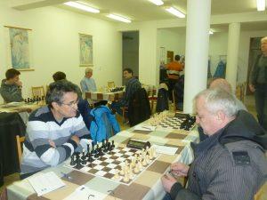 Souboj na první šachovnici
